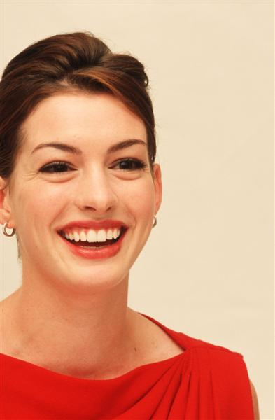 You are in: Pictures > Celebrities > Anne Hathaway